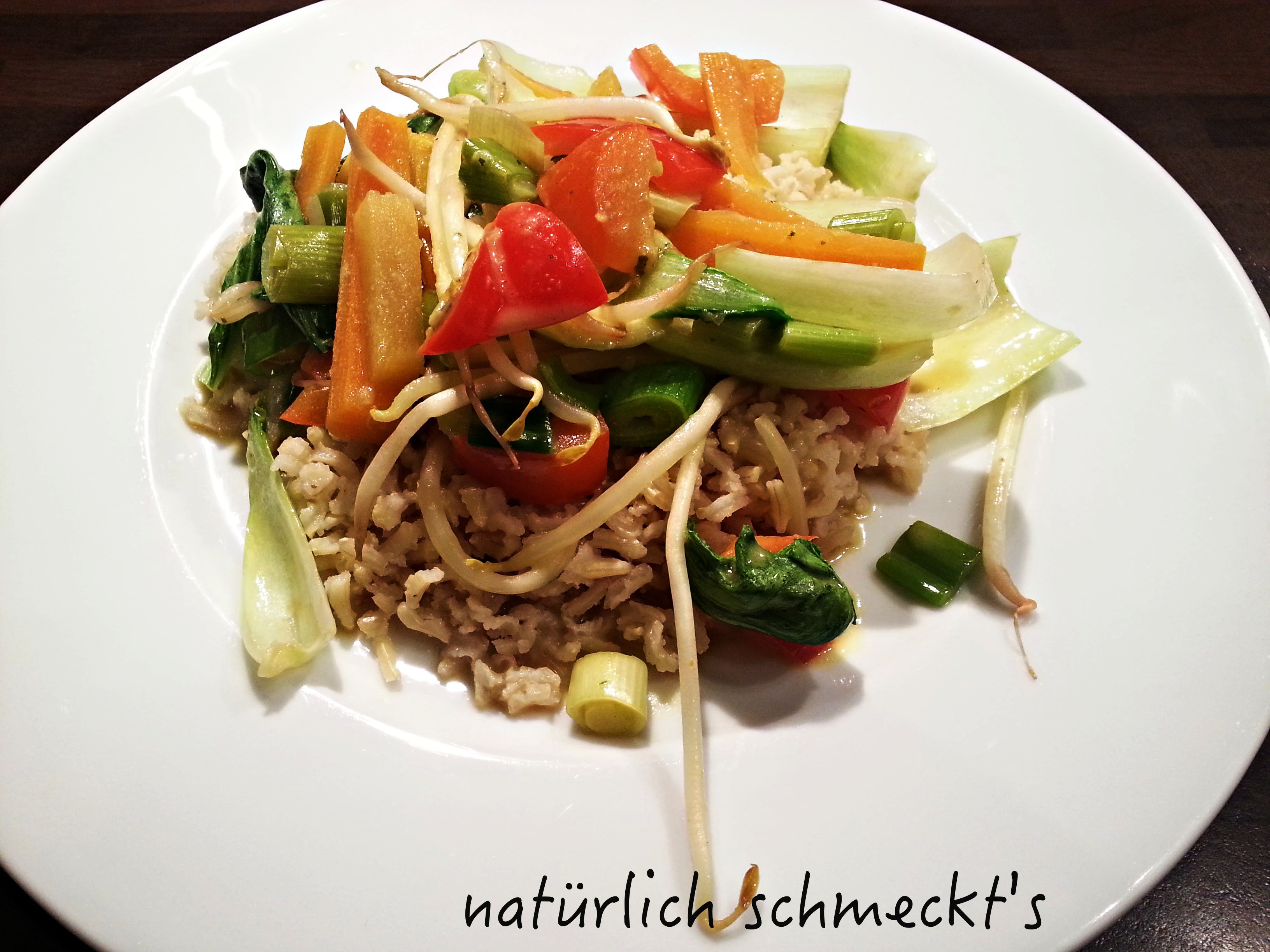 Asiatisches Gemüsecurry mit Reis