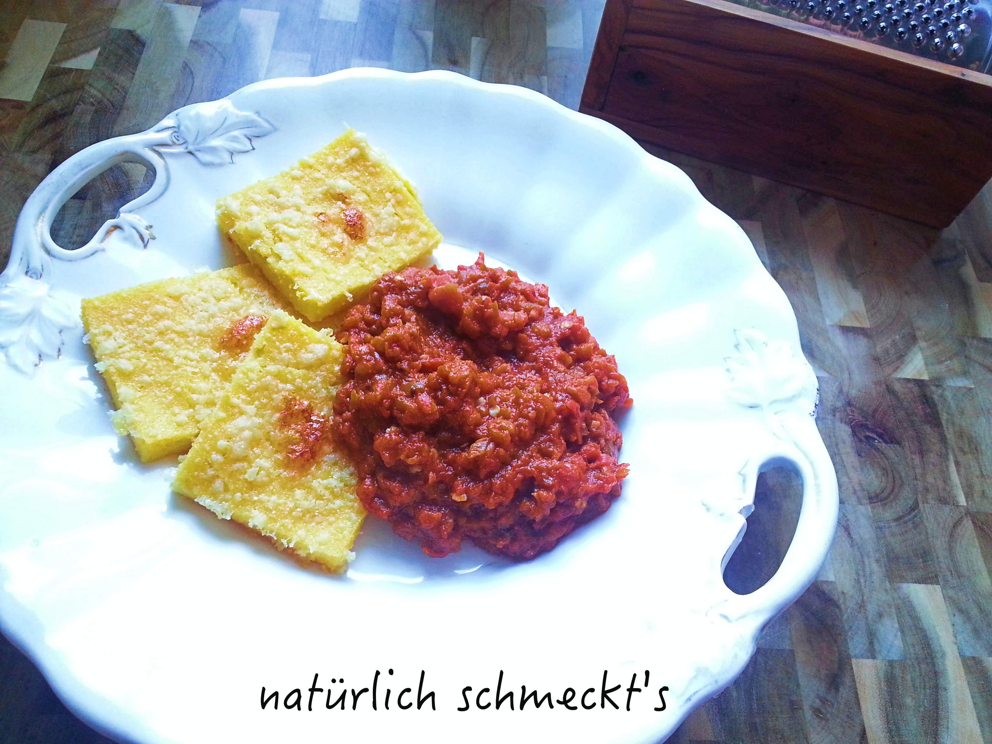 Polenta mit mediterraner Sauce
